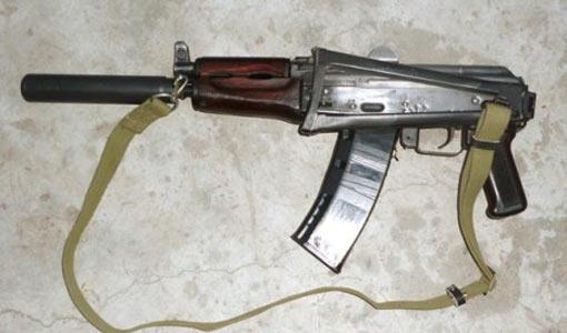 Автомат Калашникова с самодельным глушителем был обнаружен в подвале...