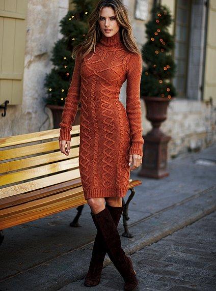 приобретает платье-свитер,