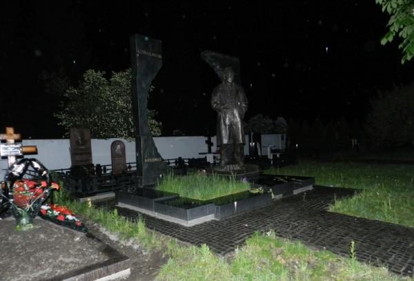 Привидения и призраки на ночных кладбищах