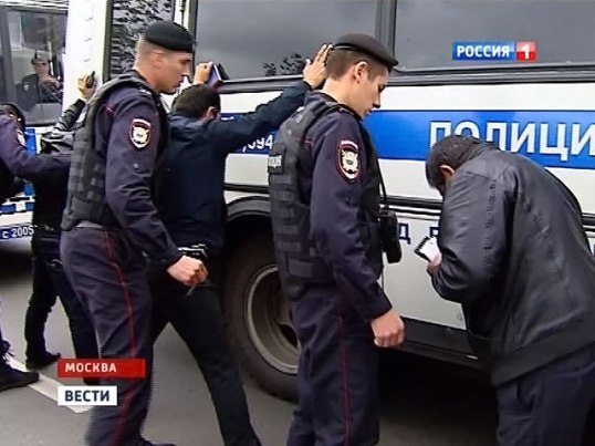 полицейский ловит преступника как пройти