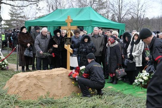 кто похоронен на троекуровском кладбище