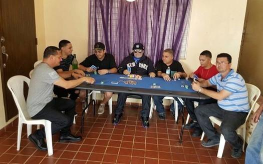 600_dead-man-poker2_2658153a_n3061373.jp