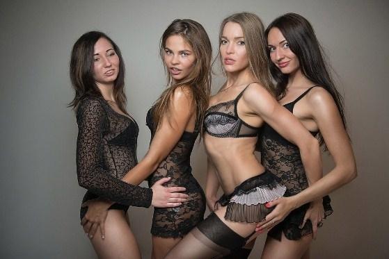 Смотреть групповой секс с молоденькой девочкой