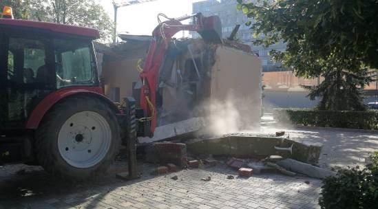 На набережной Самары снесли незаконный павильон