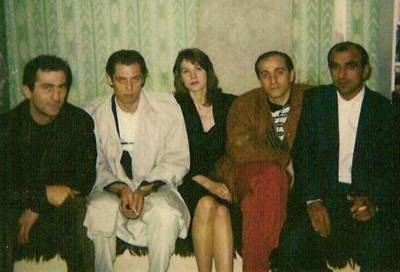 Журналистские расследования Золотая судья Хахалева воры в  Молодая Елена Хахалева с авторитетными кавказскими приятелями