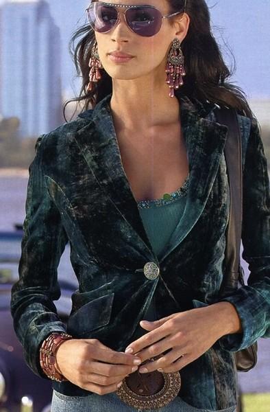 ...а сейчас модно, 60-70 я уже даже на секондах смотрела, но там если и есть бархат-винтаж, то.